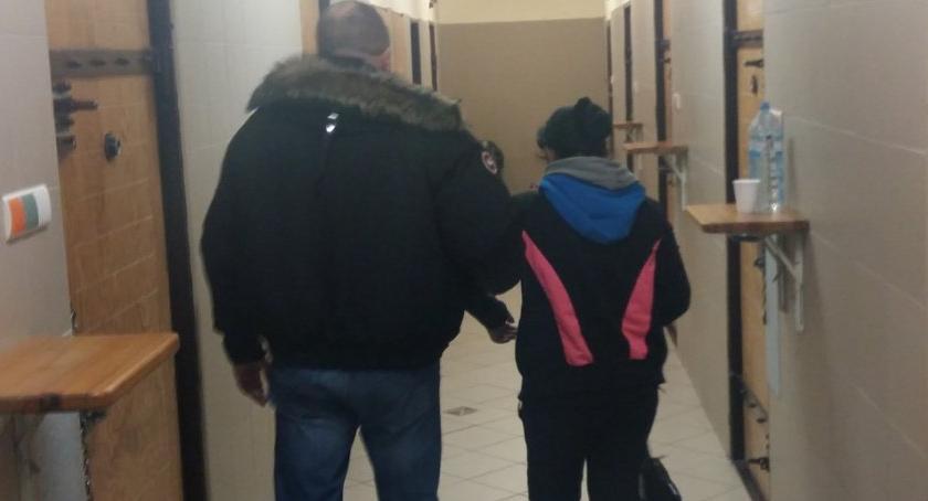 Bezpieczeństwo, Rumunki okradały Policjanci zatrzymali przedsiębiorcze panie - zdjęcie, fotografia