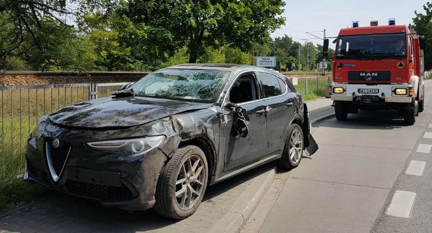 Bezpieczeństwo, dachu Straż publikuje zdjęcia poniedziałkowego wypadku - zdjęcie, fotografia