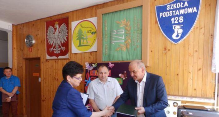 Szkoły, Wawerskie szkoły komputerami - zdjęcie, fotografia