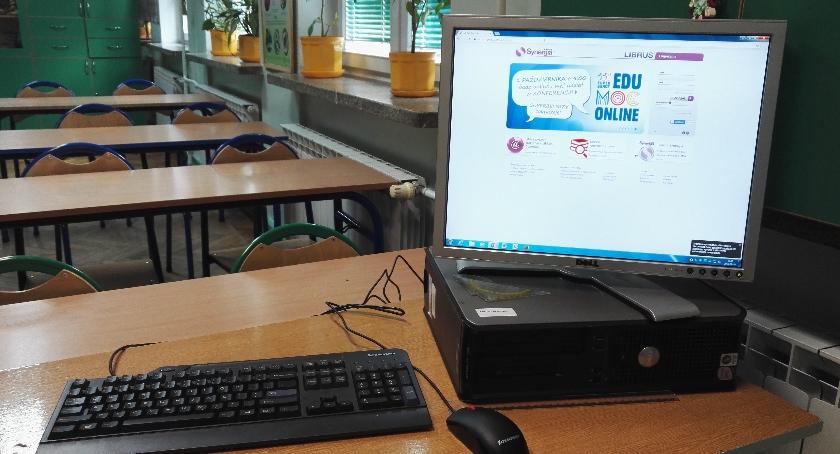 Szkoły, Wszystkie szkoły Wawra teleinformatycznej rewolucji - zdjęcie, fotografia