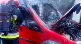 Pożar samochody na ul. Przyjaźni. Zdjęcia straży