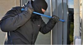 Policjanci z Wawra zatrzymali włamywaczy na gorącym uczynku