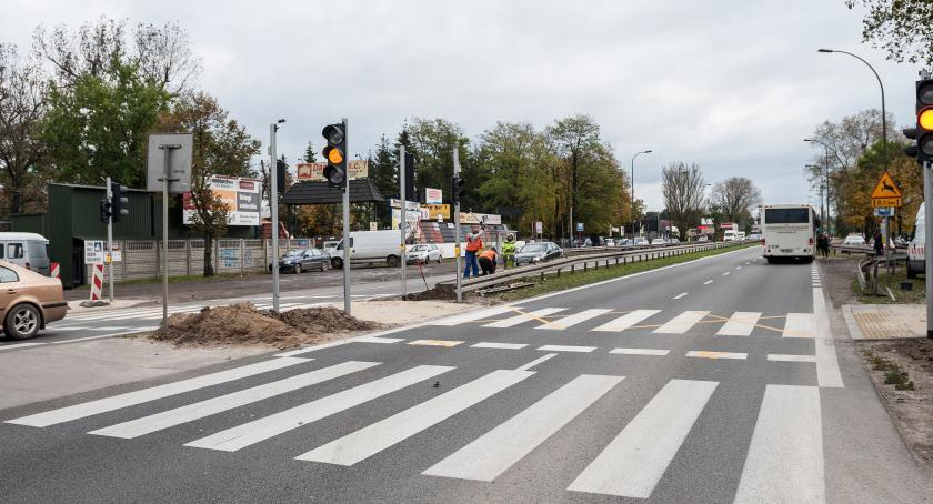 Ulice i place, Kolejne światła Trakcie Brzeskim dzień - zdjęcie, fotografia