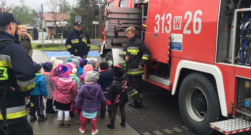 Bezpieczeństwo, Strażacy wizytą przedszkolu Wesołej - zdjęcie, fotografia