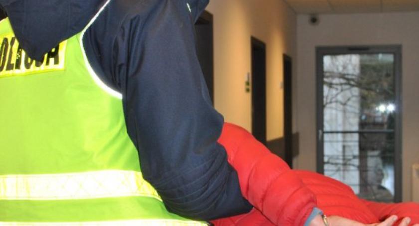 Bezpieczeństwo, Zatankował zapłacił Zatrzymany chwilę później przez policję Wesołej - zdjęcie, fotografia