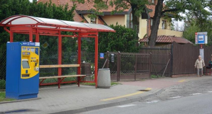 Handel i usługi, biletomat Wesołej - zdjęcie, fotografia