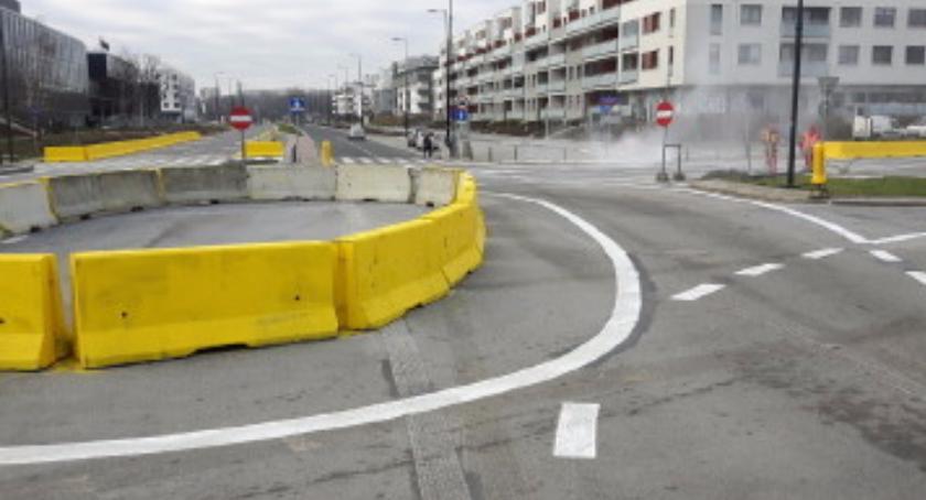 Ulice i place, sygnalizacja świetlna skrzyżowaniu Rzeczypospolitej Branickiego - zdjęcie, fotografia