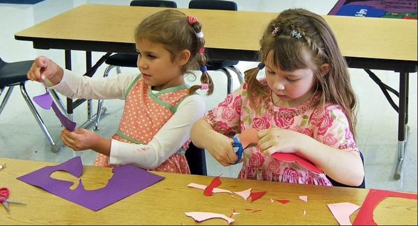 Dzieci, powinno znaleźć wyprawce przedszkolaka - zdjęcie, fotografia