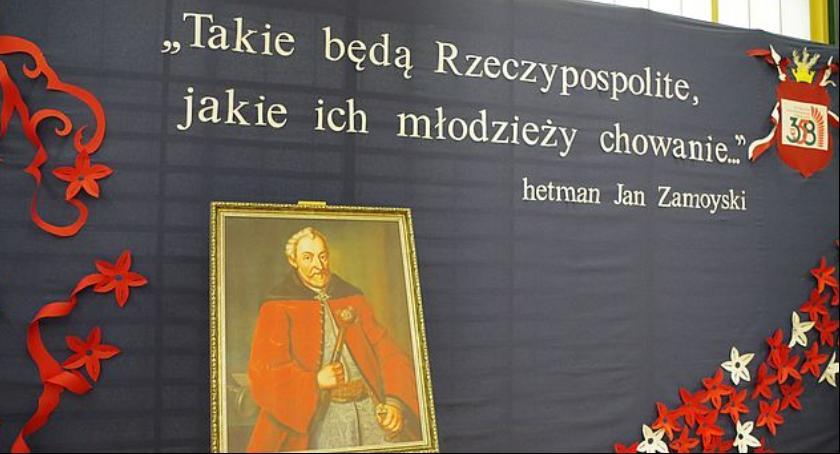 Szkoły, Szkoła Podstawowa wczoraj imię hetmana Zamoyskiego - zdjęcie, fotografia