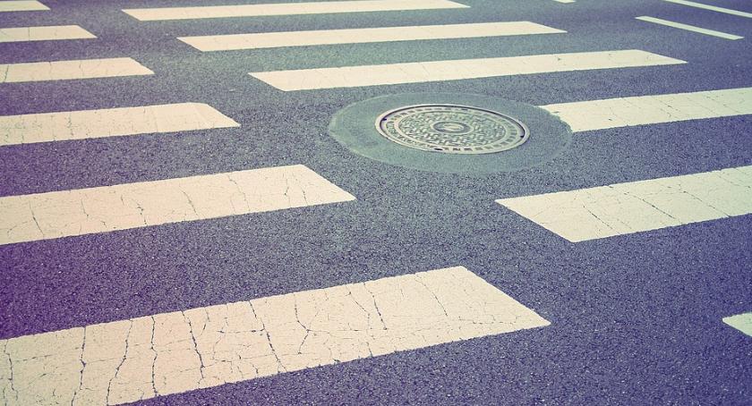 Bezpieczeństwo, Doświetlą tylko jedno przejście pieszych Wilanowie - zdjęcie, fotografia