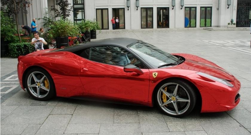 Handel i usługi, Ferrari otwiera salon Wilanowie - zdjęcie, fotografia