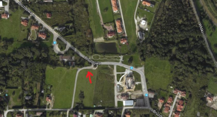 Ulice i place, Właściciel stawia słupki drodze Będzie utrudniony dojazd posesji okolicach Bruzdowej - zdjęcie, fotografia