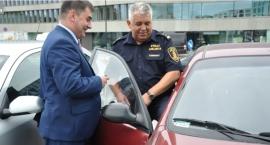 Władze Ursynowa przekazały strażnikom miejskim dwa samochody