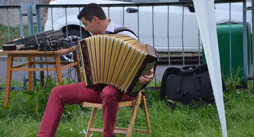 Koncerty – muzyka – płyty, Wolanie słuchali melodii warszawskich - zdjęcie, fotografia