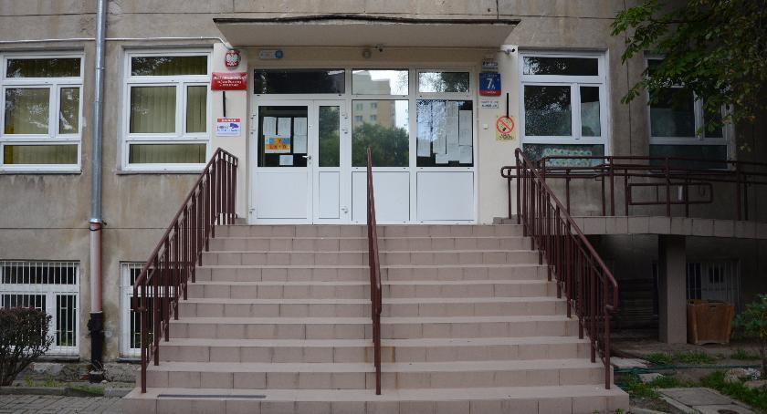 Szkoły, Problemem zapełnienie dziećmi szkół gimnazjach - zdjęcie, fotografia