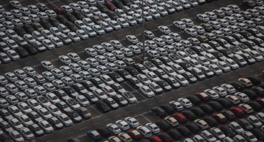 Inwestycje, Nowoczesny parking - zdjęcie, fotografia