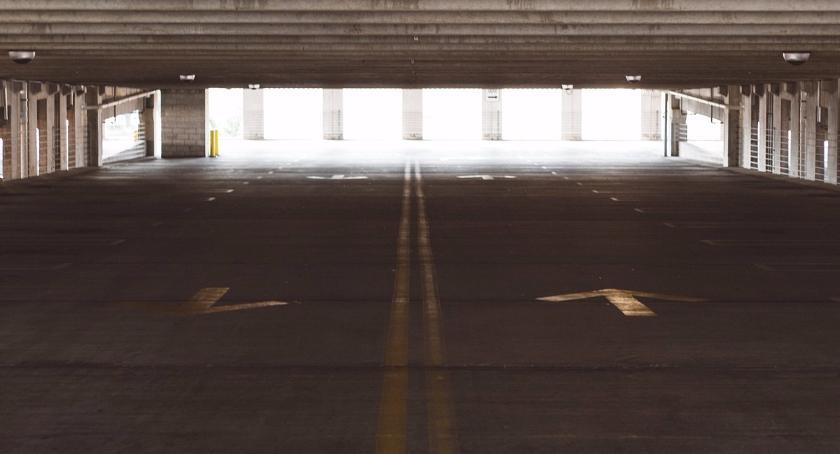 Inwestycje, umowa realizację nowego parkingu Chłodnej - zdjęcie, fotografia