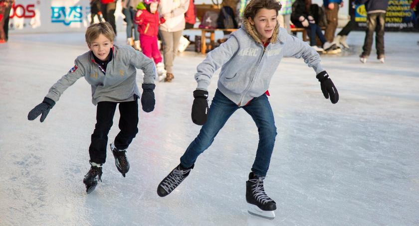 Sport, Mieszkańcy rozpoczynają sezon łyżwy - zdjęcie, fotografia