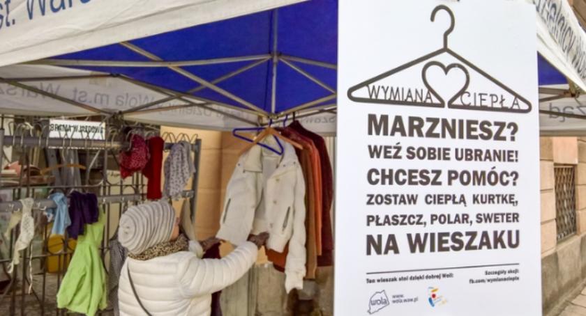"""Opieka społeczna, """"Wymiana ciepła"""" zostaw kurtkę potrzebujących! - zdjęcie, fotografia"""
