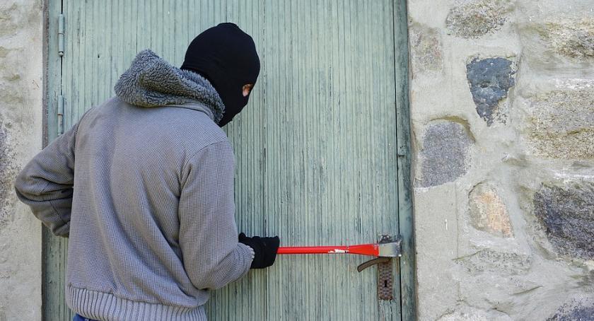 Kradzieże i rozboje, Wolska policja złapała mężczyznę który przywłaszczył sobie telefon - zdjęcie, fotografia