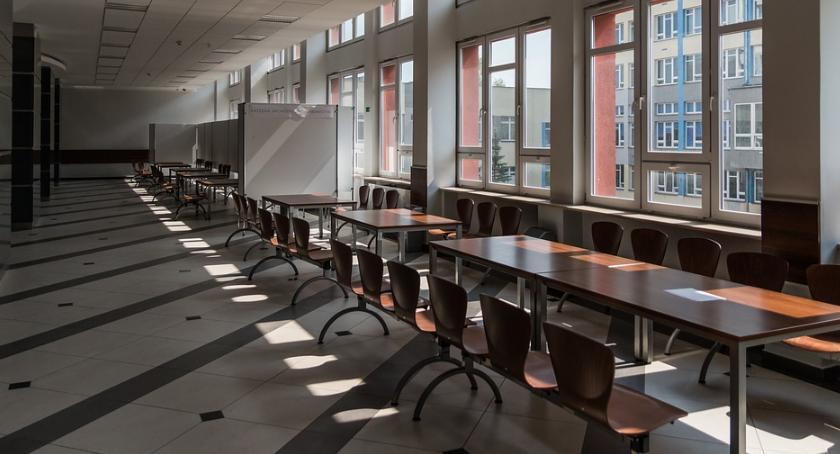 Szkoły, Kolejny nowej szkole podstawowej Odolanach Ogłoszono przetarg - zdjęcie, fotografia