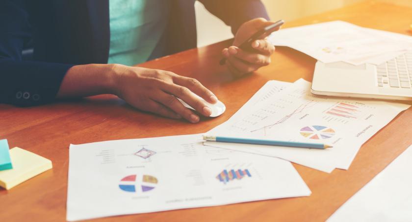 Handel i usługi, Sytuacja rynku pracy - zdjęcie, fotografia