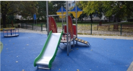 Cztery nowe place zabaw przy wolskich szkołach.