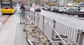 Co się stało z wiatą na przystanku tramwajowym przy ul Płockiej?
