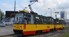 Zabytkowe tramwaje na ulicach Warszawy.