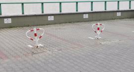 Miejsca postojowe przy skrzyżowaniu Pustola i Sowińskiego