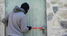 Wolska policja złapała mężczyznę który przywłaszczył sobie telefon i 4,5 tys. zł