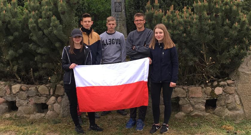 Historia, ŚWIĘTO FLAGI Szkoła Podstawowa Nowych Łubkach - zdjęcie, fotografia