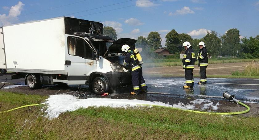 Pożary, Pożar samochodu drodze Wyszogrodzie - zdjęcie, fotografia