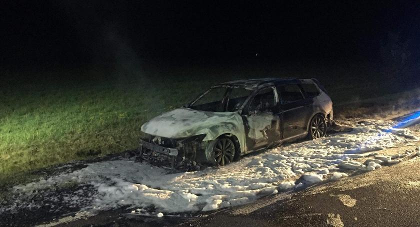 Pożary, Pożar samochodu drodze - zdjęcie, fotografia