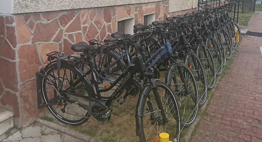 Turystyka, wiesz przepisowo jeździć rowerem - zdjęcie, fotografia