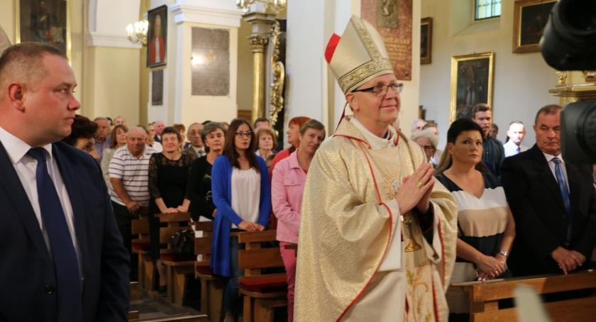 Religia, Czerwińsk świętuje rocznicę nadania romańskiemu kościołowi godności bazyliki mniejszej - zdjęcie, fotografia