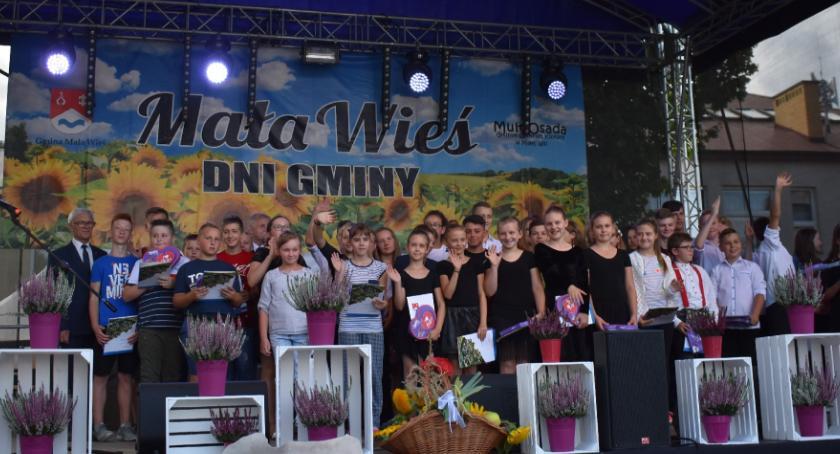 Samorząd, Przyznano Nagrody Wójta Gminy Mała Wieś osiągnięcia szkolnym 2017/2018 - zdjęcie, fotografia