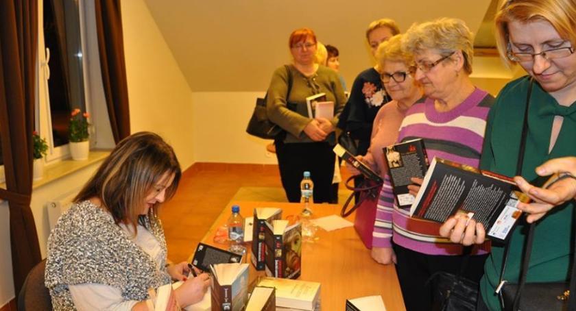 Kultura, Spotkanie autorskie Joanną Gminnym Ośrodku Kultury Słupno - zdjęcie, fotografia