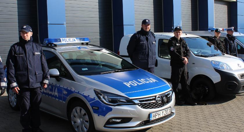Komunikaty policji, radiowóz powiecie płockim razem Wyszogrodzie - zdjęcie, fotografia