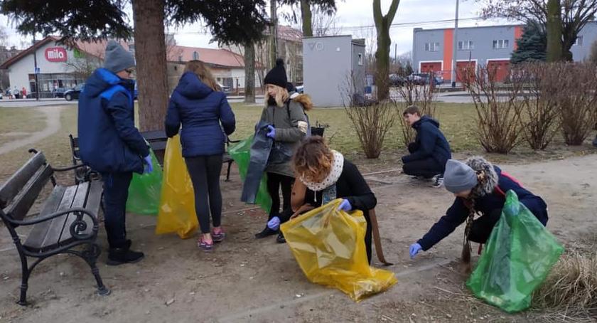 Samorząd, Akcja Sprzątanie Wyszogrodu - zdjęcie, fotografia