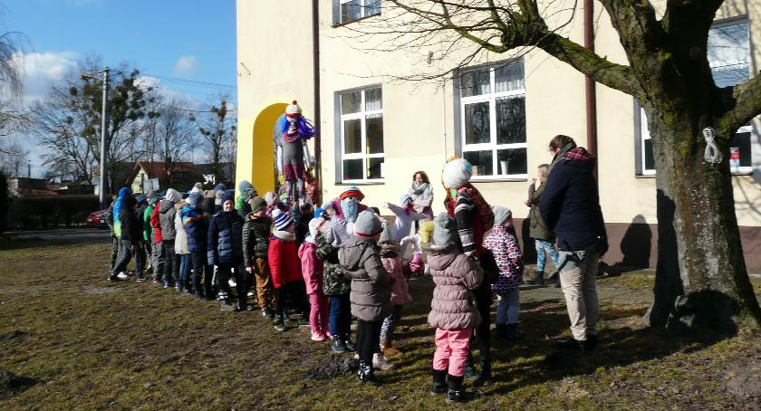 Oświata, Pierwszy Dzień Wiosny Szkole Podstawowej Rębowie - zdjęcie, fotografia