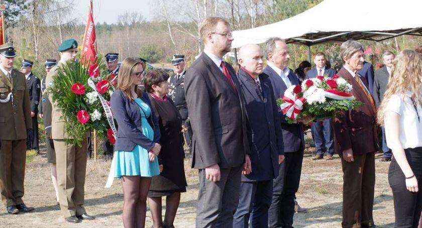 Historia, rocznica katastrofy smoleńskiej Uroczystości Grzybowie - zdjęcie, fotografia