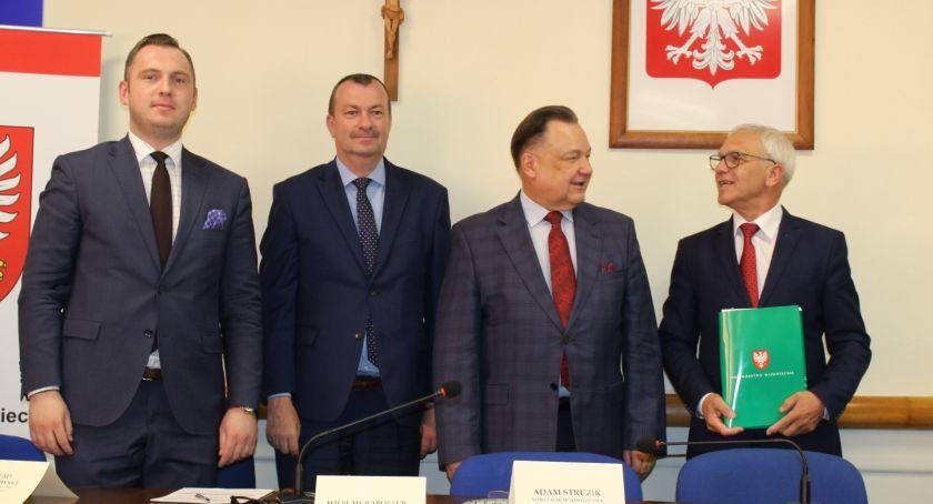 Samorząd, Ponad budżetu Mazowsza Powiatu Płockiego - zdjęcie, fotografia