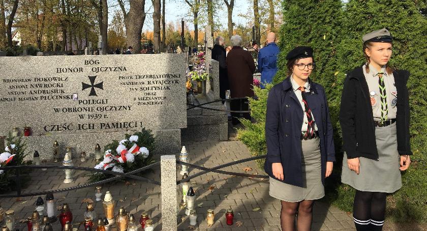 Oświata, Warty harcerzy Wyszogrodu Grobie Nieznanego Żołnierza - zdjęcie, fotografia