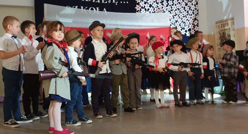 Oświata, Dzień Niepodległości Nowym Radzikowie - zdjęcie, fotografia