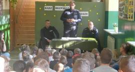 Spotkanie dzieci z Rębowa z przedstawicielami Posterunku Policji.