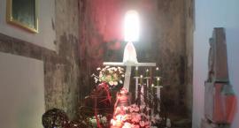 Groby Pańskie – refleksja wyrażona papierem i listewką