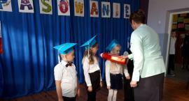 Ślubowanie uczniów klasy pierwszej w SP W GRODŹCU