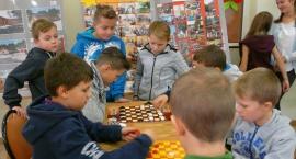 Szkoła Podstawowa w Rębowie - czas na relaks z przyjaciółmi .