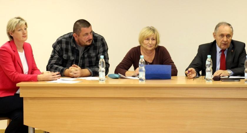 wojt-rada-urzad-wybory-zebrania, PRZEDWYBORCZA DEKLARACJA WÓJTA ZEBRANIU MIESZKAŃCAMI SIERAKOWA - zdjęcie, fotografia